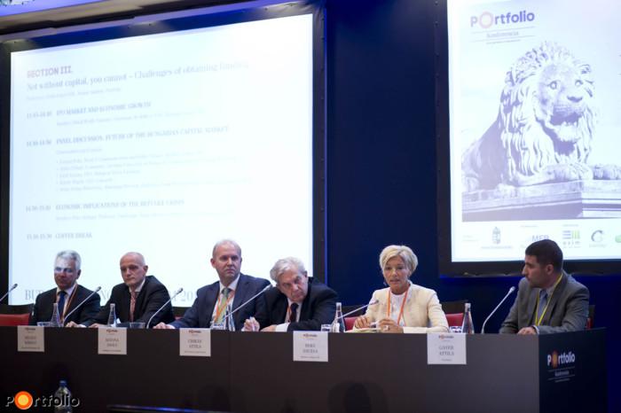 Panel discussion: Future of the Hungarian capital market. Attila Szalay-Berzeviczy (Managing Director, Raiffeisen Bank International, former chairman of BÉT), Károly Régely (CEO, Concorde), Zsolt Katona (CEO, Budapest Stock Exchange), Attila Chikán (Economist, Corvinus University of Budapest, Competitiveness Research Centre), Zsuzsa Beke (Head of Communication and Public Affairs, Richter Gedeon Rt.), and the moderator: Attila Gayer CFA (Senior Analyst, Portfolio).