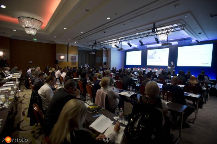 Több mint 200 résztvevővel került megrendezésre Öngondoskodás 2015 c. konferenciánk a fővárosi InterContinental Hotelben.