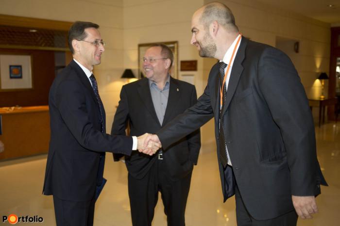 Varga Mihály (nemzetgazdasági miniszter, NGM), Spéder Zoltán (elnök, FHB Bank) és Bán Zoltán (vezérigazgató, Net Média Zrt. (Portfolio)).