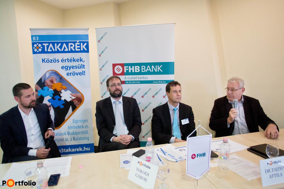 Ditróy Gergely (vezető elemző, Otthontérkép), Tokodi Gábor (vezérigazgató-helyettes, FHB Bank Zrt.), Dr. Tajthy Attila (stratégiai alelnök, B3 TAKARÉK Szövetkezet) és Dr. Markovszky György (elnök, Veszprém Megyei Kereskedelmi és Iparkamara).