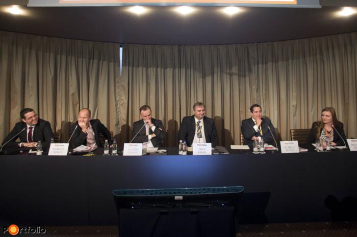 What kinds of product developments can we expect in Hungary? Participants: Tibor Zámbó, (Investment Strategist, UniCredit Private Banking), Miklós Konkoly (CEO, Budapest Alapkezelő), György Juscsák (Director, JP Morgan Asset Management), János Dócs, (Director, CIB Private Banking), István Al-Hilal, (Sales Manager, Fidelity Worldwide Investment) and the moderator, Ágnes Árgyelán (Analyst, Portfolio).