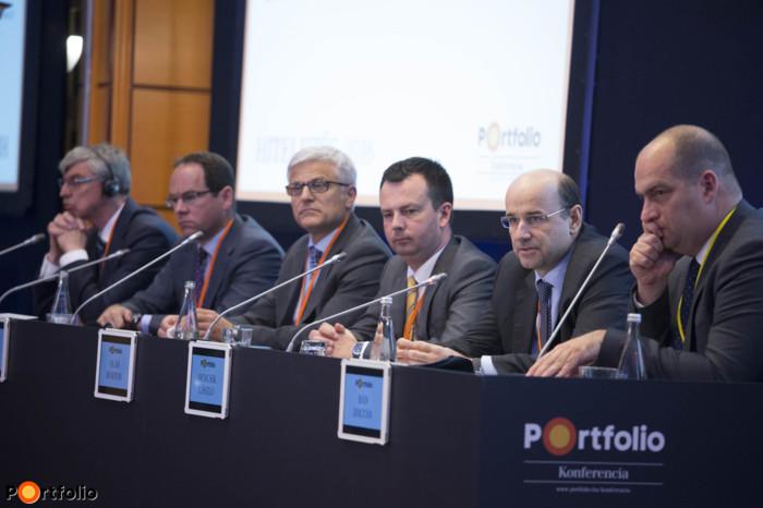 Round table of bank leaders. Participants: Heinz Wiedner (CEO, Raiffeisen Bank), Pál Simák (Chairman-CEO, CIB Bank), Jelasity Radovan (President and CEO, Erste Bank), Márton Oláh (CEO, FHB Bank), László Bencsik (Deputy-CEO, OTP Bank) and the moderator, Zoltán Bán (CEO, Net Média Zrt. - Portfolio).