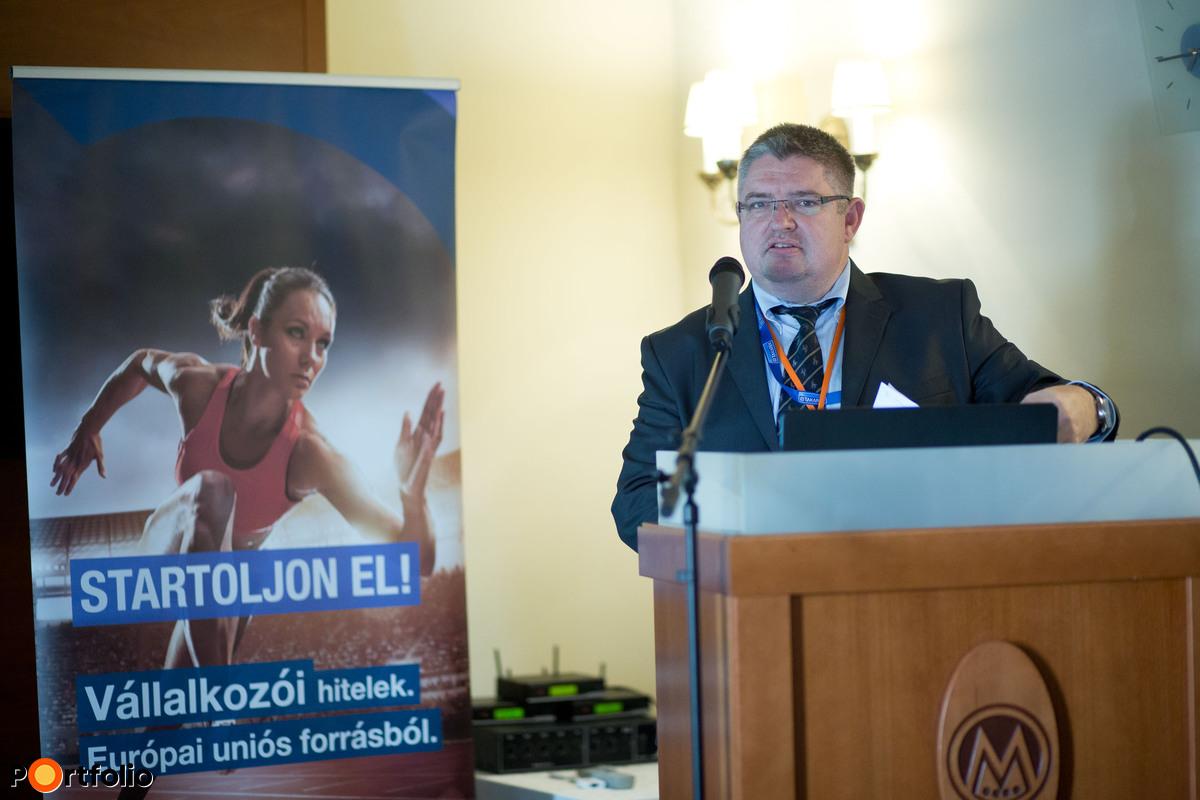 Vida József (elnök-ügyvezető, B3 TAKARÉK Szövetkezet): Előadás a gyakorlati tapasztalatokról (Fotó: Todoroff Lázár)