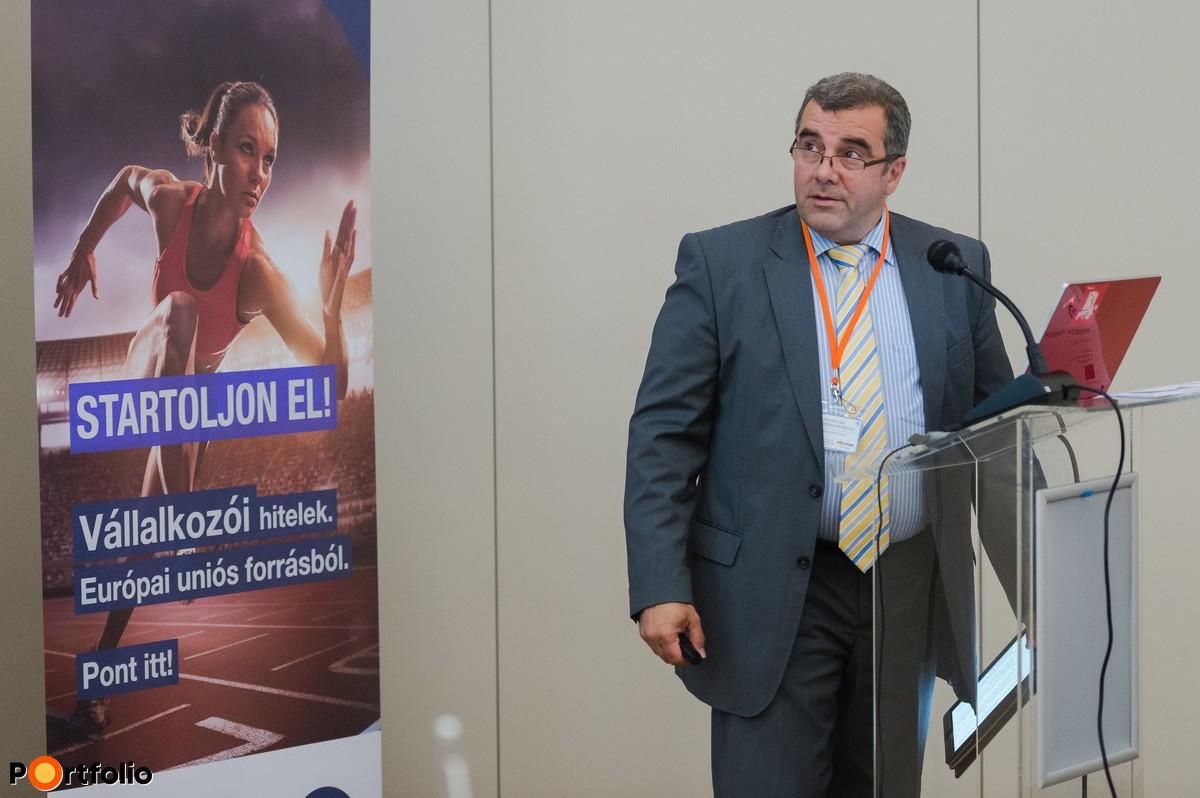 Osztrogonácz Gábor (ügyvezető igazgató, Szigetvári Takarékszövetkezet): Előadás a gyakorlati tapasztalatokról (Fotó: Todoroff Lázár)