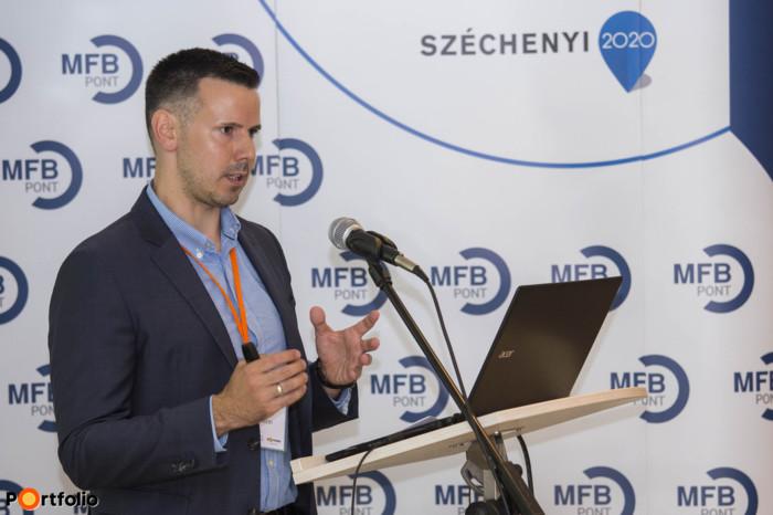 Előadás a gyakorlati tapasztalatokról - Váczi Dávid, termékértékesítés támogatási vezető, Budapest Bank (Fotó: Todoroff Lázár)