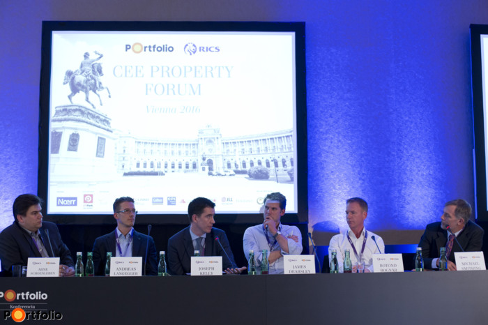Technology and innovation roundtable: Arne Schoenleben (COO, Innovation Rocks), Andreas Langegger (CEO, zoomsquare GmbH), Joseph Kelly (CEO, DealX), James Dearsley (Founder, The Digital Marketing Bureau), Botond Bognár (Co-founder and CSO, REscan Inc.)