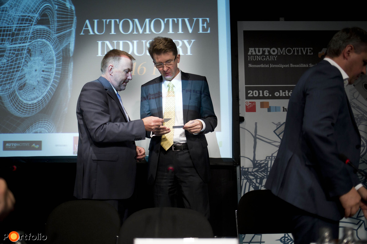 Portfolio ? MAGE Automotive Industry 2016 Fall