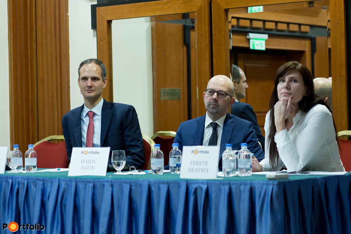 Ugrósdy Márton (kutató, Külügyi és Külgazdasági Intézet), Hajdu Egon (befektetési igazgató, CIB Alapkezelő) és Fekete Beatrix (elemző, Portfolio)