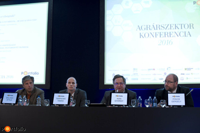 Panel discussion: The pig industry after the crisis – diminishing stock, short-winded strategy, revved-up abattoirs. Conversation participants: Attila Balogh (alapító, Sertés Lobbi), Tamás Tarpataki (főosztályvezető, Földművelésügyi Minisztérium), György Kiss (társelnök, Magyar Állattenyésztők Szövetsége (MÁSZ)), Gergely Pókos (vezérigazgató-helyettes, Bonafarm Csoport) and the moderator, Zoltán Fórián (Senior Agricultural Expert, Takarékbank Agrár Központ)