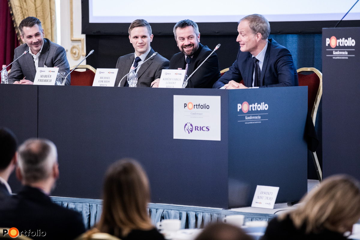 Senior International Investor Roundtable – Miért választja egyre több nemzetközi befektető Budapestet? A beszélgetés résztvevői: Török Árpád MRICS (vezérigazgató, TriGranit), Marián Fridrich (Transaction Manager – Acquisition & Sales, Debt Financing, IAD Investments), Michael Edwards MRICS (Head of Valuation & Advisory, Central Europe, Head of Capital Markets Hungary, Cushman & Wakefield, Budapest) és a moderátor: Kibédi Varga Lóránt MRICS (Managing Director, CBRE Hungary).