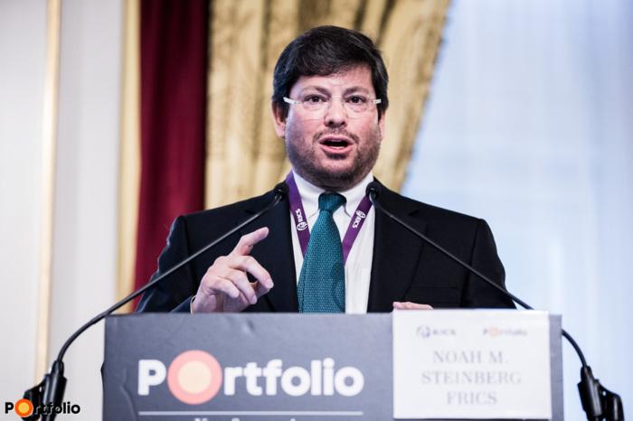 Köszöntő: Noah M. Steinberg FRICS (Chairman of RICS in Hungary, CEO-Chairman, WING)
