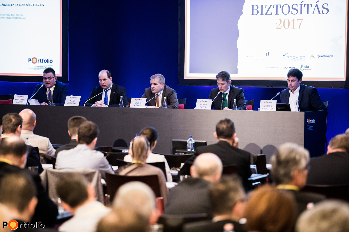 The effects of the growing transparency, comparability and price competition on the insurance market. Conversation participants: László Sebestyén (CEO, Netrisk.hu), Koppány Nagy (Director, MNB), Péter Kuruc (Head of Department, K&H Biztosító), Péter Boros (Director, Quattrosoft Kft.) and the moderator, Krisztián Kurtisz (CEO, UNIQA Biztosító)