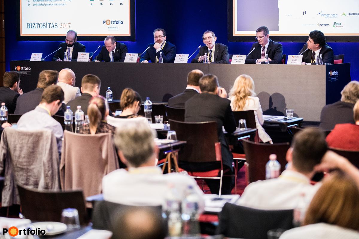 New products, new prospects on the life insurance market. Conversation participants: Máté Szegedi (Consultant), Dr. Ferenc Szebelédi (Head of Department, Magyar Nemzeti Bank), András Lányi (Chairman of the Board, UFS Group), András Juhos (Deputy General Manager, UNIQA Biztosító Zrt.), László Berentés (Director, Groupama Biztosító) and the moderator, Csaba Gaál (CEO, CIG Pannónia Életbiztosító Nyrt.)