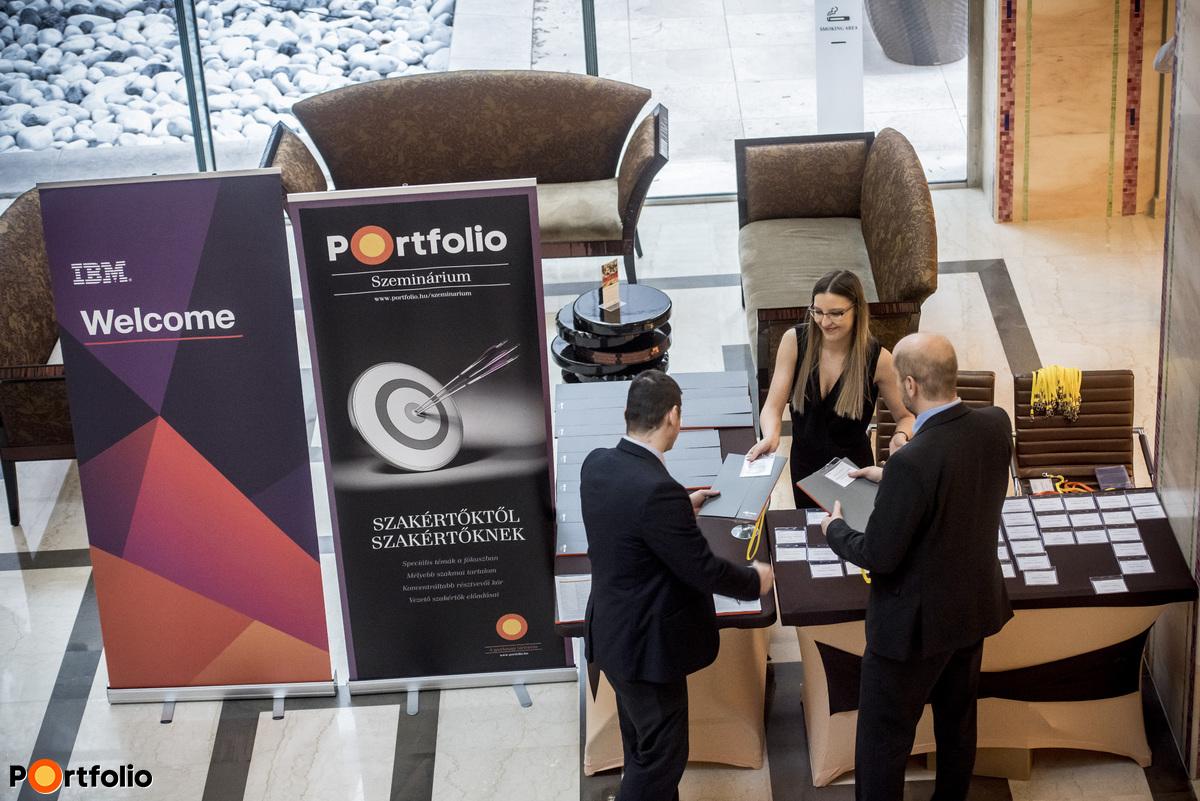 Regisztráció a Continental Hotel-ben - Portfolio-IBM szeminárium 2017