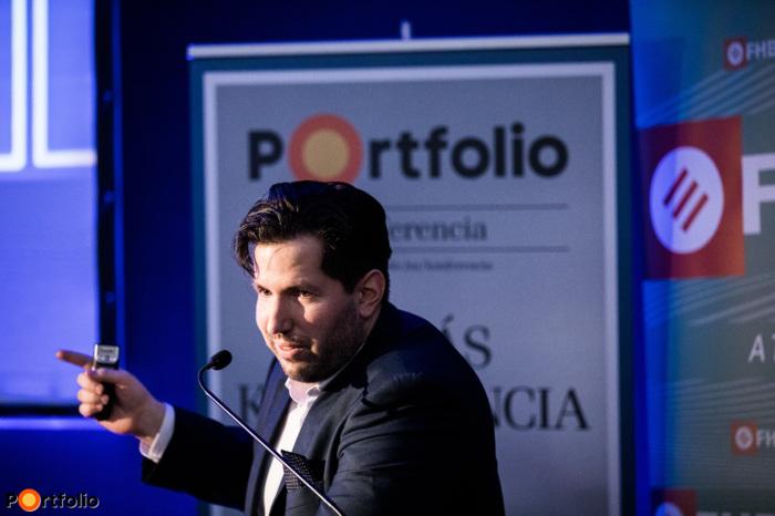 Az ingatlanközvetítés jövőjéről tartotta előadását Csorba Dániel (ingatlanértékesítő, blogger) (Fotó: Stiller Ákos)
