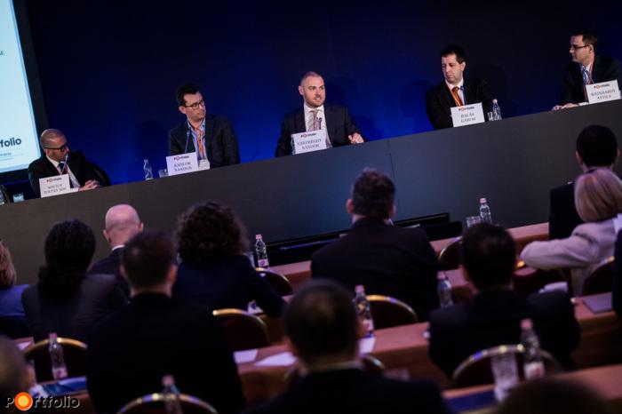 Experience of using EU funds – Alacrity and/or sustainability? Conversation participants: Zoltán Kovács MSc (Managing Director, Rekontir BPM Kft.), Nándor Kadlok (partner, Equinox Consulting Kft.), Nándor Csepreghy (Deputy Minister for Prime Minister's Office, Prime Minister\'s Office), Gábor Balás (Executive Director, Hétfa Kutatóintézet) and the moderator, Attila Weinhardt (Analyst, Portfolio)