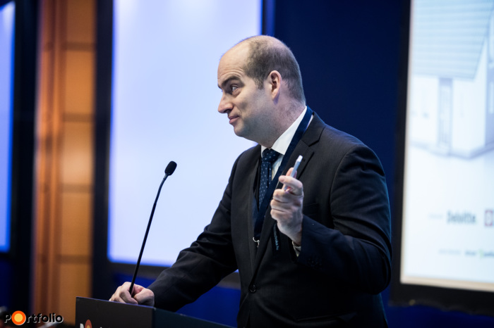 Zoltán Bán, the CEO of Portfolio welcomed the guests