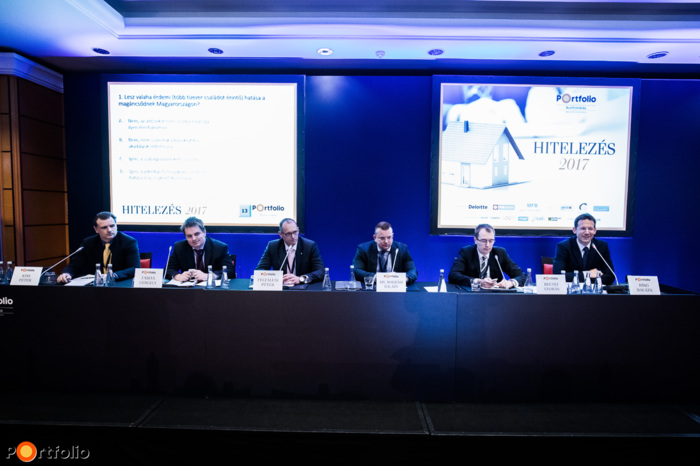 Business Opportunities and Regulatory Anomalies on the Non-Performing Mortgage Market. Conversation participants: Péter Kiss (Unit Manager, Takarékbank), Gergely Fábián (Director, National Bank of Hungary), Péter Felfalusi (CEO, Chairman, Intrum Justitia Zrt., MAKISZ), Dr. Balázs Bodzási (Deputy State Secretary, Ministry of Justice), András Becsei (CEO, OTP Jelzálogbank) and the moderator, Balázs Bíró (Partner, Deloitte)