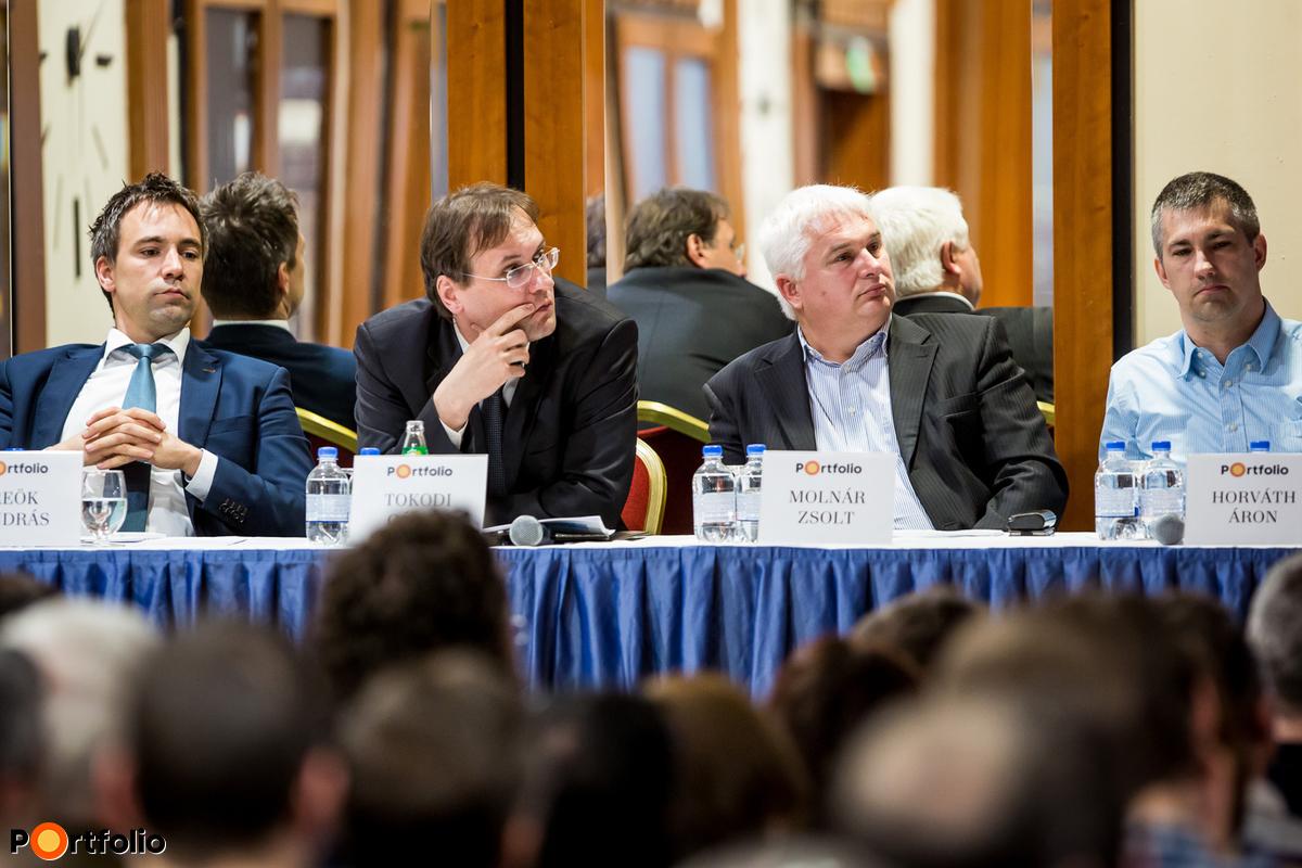 Reök András (osztályvezető, Takarékbank Zrt., Pénz- és Tőkepiaci Üzletág), Tokodi Gábor (vezérigazgató-helyettes, FHB Bank), Molnár Zsolt (vezérigazgató-helyettes, FHB Ingatlan Zrt.), Horváth Áron (kutatóközpont vezető, Eltinga / Lakás Riport) és Ditróy Gergely (ingatlandivízió-vezető, Portfolio).