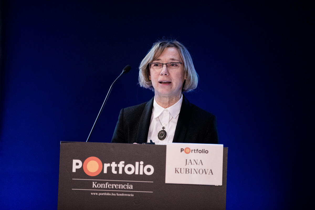 Jana Kubinova (Customer Business Manager specialising in the nuclear I&C area (CEE and Russia), Rolls-Royce): Rolls-Royce Capabilities for the Nuclear New Build Market
