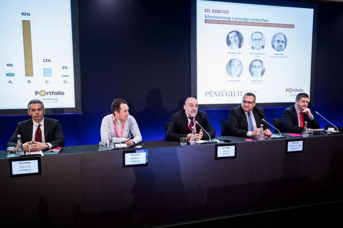 Hackers excise everyone, or financial institutions will win finally? Participants of the panel, from left to right: György Sallai (Partner, KPMG), Tamás Kókai (CEO, Initon), Péter Jakab (CIO, Országos Fizetési Szolgáltató Zrt.), Csaba Márton Galló (Managing Director, CIB Bank), and the moderator, Péter Rónaszéki (Founder, Önkéntes Kibervédelmi Összefogás (KIBEV)).