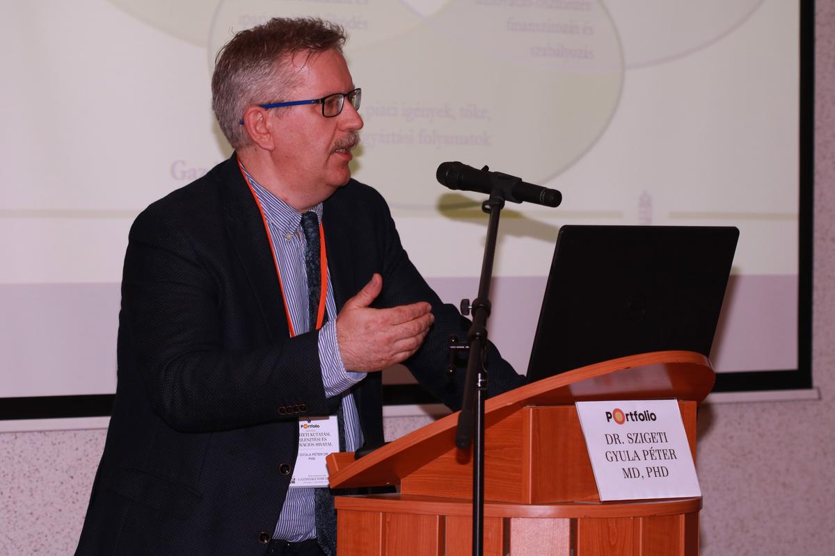 Dr. Szigeti Gyula Péter MD, PhD (kutatás-fejlesztési elnökhelyettes, Nemzeti Kutatási, Fejlesztési és Innovációs Hivatal): Versenyképesség valódi innovációkkal – Tipikus pályázói hibák és hasznos tanácsok