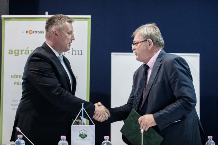 A Nemzeti Agrárgazdasági Kamara és a Juh és Kecske Terméktanács és Szakmaközi Szervezet együttműködési megállapodásának ünnepélyes aláírása: Győrffy Balázs és Jávor András