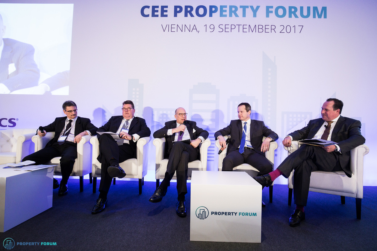 Looking at the big picture – Global and European property trends. Conversation participants: Péter Számely MRICS (Head of Real Estate Finance CEE, HYPO Niederösterreich), Frank Nickel, CEO (CA Immo), Prof. Dr. Alexander Goepfert (Partner, Head of the Real Estate Investments Group, Noerr), Csongor Csukás MRICS (Executive Director of International Property Management, BNP Paribas Real Estate) and the chair, Maarten Vermeulen FRICS (Regional Managing Director for Europe, Russia & CIS, RICS).