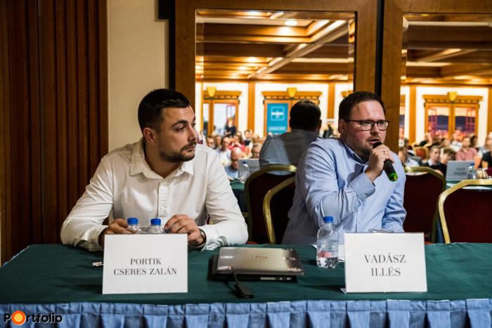 A közönség tagjai is feltehették kérdéseiket Portik Cseres Zalán (Digital Marketing Strategist, BioTechUSA) és Vadász Illés (Industry Manager, Google) számára