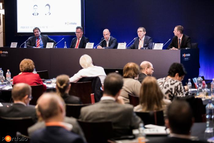 Miből finanszírozzuk egészségünket és miből kellene? A beszélgetés résztvevői: Dr. Zsolnai Gábor (vállalati egészség- és személybiztosítások értékesítési igazgató, UNION és Vienna Life Biztosító), Studniczky Ferenc (ügyvezető igazgató, OTP Egészségpénztár), Kovács András (üzletfejlesztési igazgató, MediHelp), Juhos András (személybiztosításokért felelős igazgatósági tag, UNIQA Biztosító Zrt.) és a moderátor, Balázs Iván (egészségbiztosítási szakértő, UFS Group Pénzügyi Tervező Kft.)