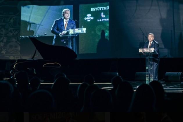 Orbán Viktor minisztereknök a Figyelő TOP200 Gálán.
