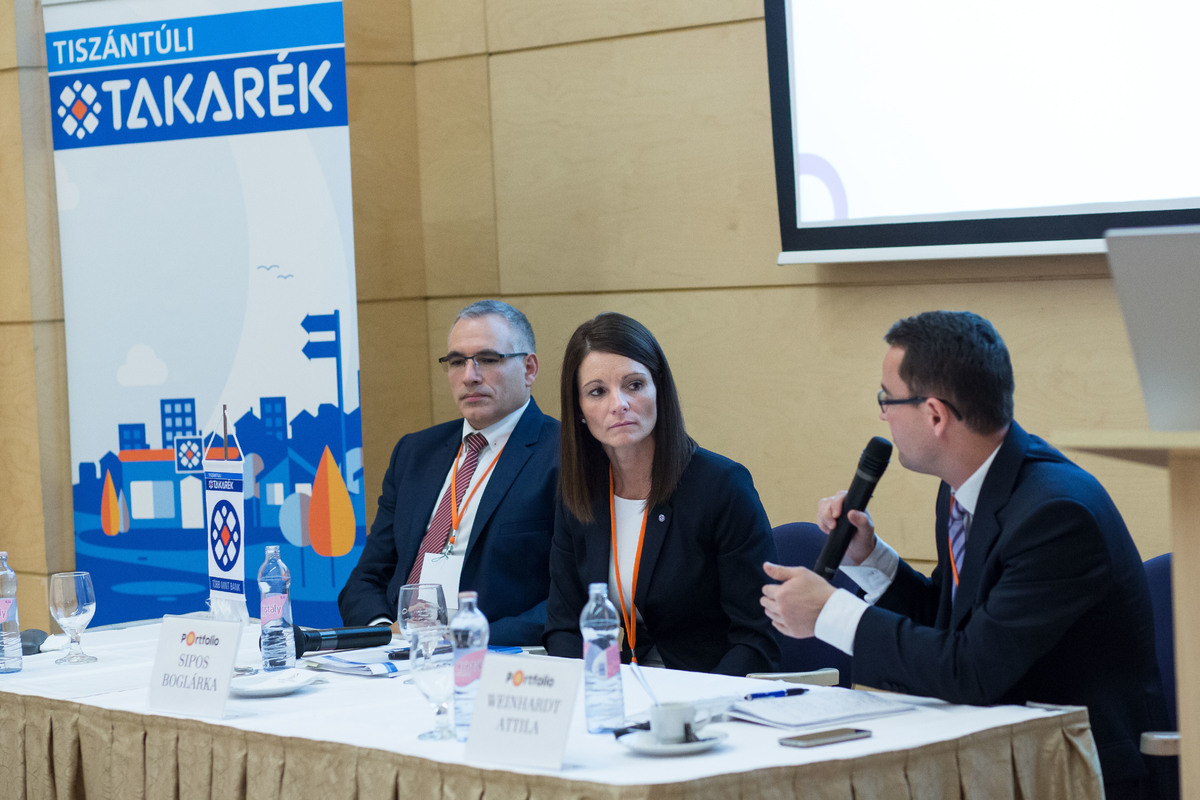 Közönségkérdések, személyes konzultációs lehetőség. A beszélgetés résztvevői: Polonkai Tamás (szenior szakmai támogató, MFB - Magyar Fejlesztési Bank), Sipos Boglárka (vállalati üzletági igazgató, Tiszántúli Takarék) és a moderátor, Weinhardt Attila (vezető elemző, Uniós Források rovatvezető, Portfolio)