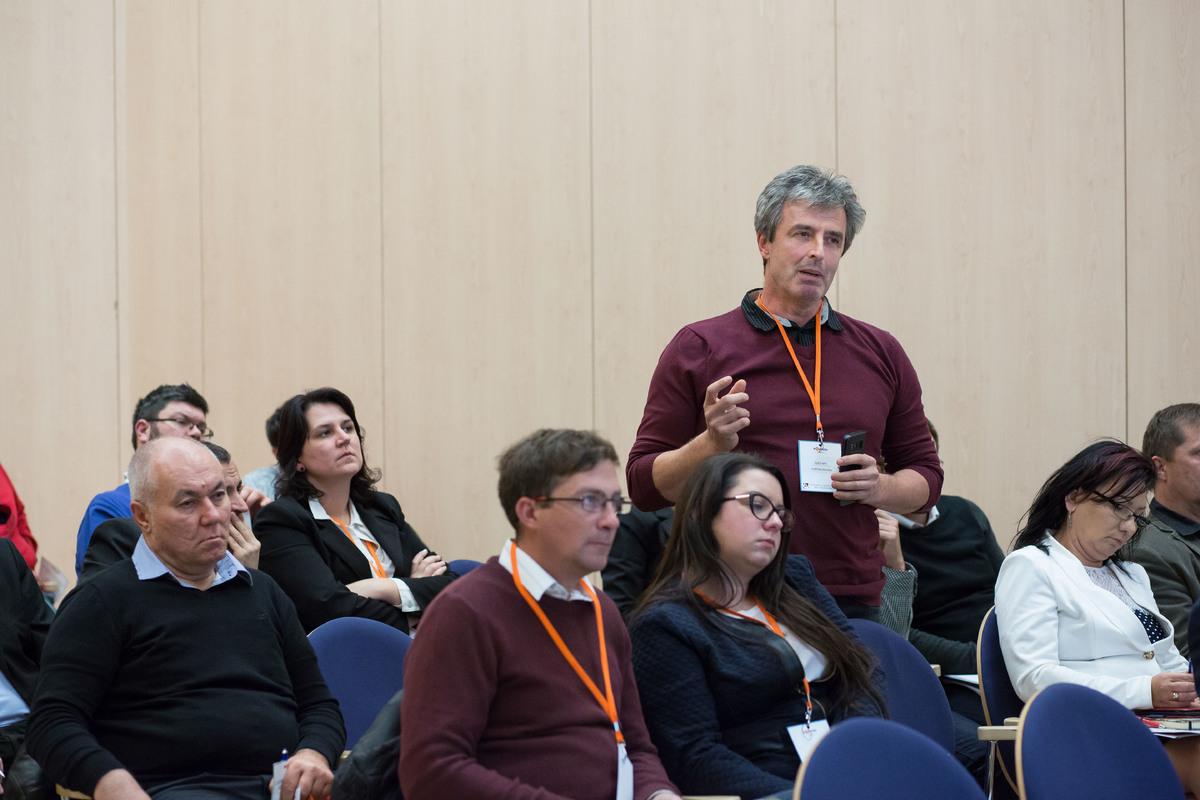 A közönség is feltehette kérdéseit az előadóknak
