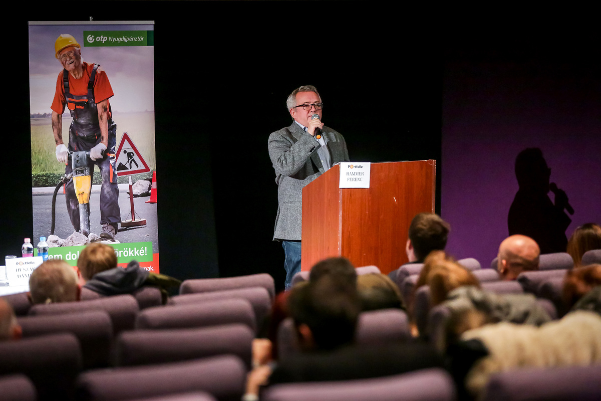 Hammer Ferenc (egyetemi docens, ELTE BTK Művészetelméleti és Médiakutatási Intézet, Média és Kommunikáció Tanszék)