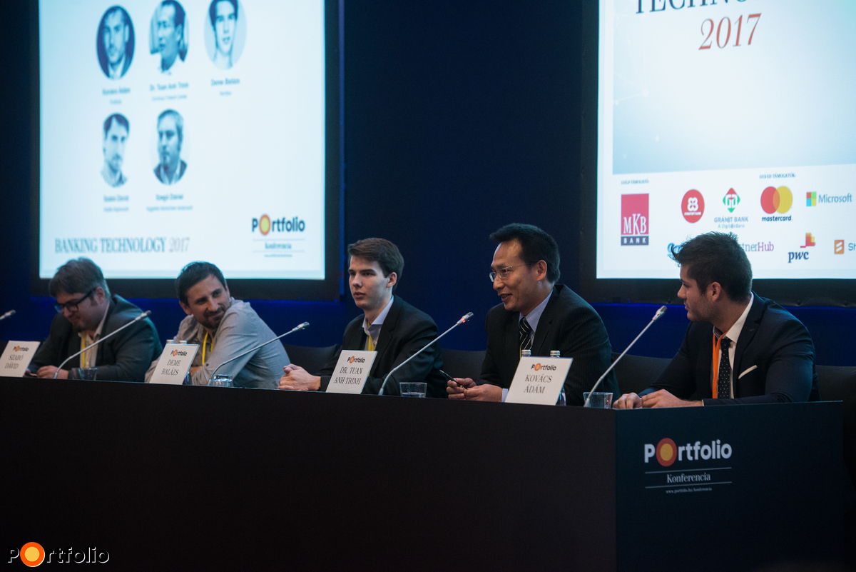 Bitcoin, Ethereum és a többiek - Mit kezdjenek velük a pénzintézetek? A beszélgetés résztvevői: Szegő Dániel (független blockchain tanácsadó), Szabó Dávid (fizikus, közgazdász, az Alapblog szerzője, az Adalfa Alapkezelő portfóliómenedzsere), Deme Balázs (alapító, Herdius), Dr. Tuan Anh Trinh (egyetemi docens, Budapesti Corvinus Egyetem, Corvinus Fintech Center vezetője) és a moderátor, Kovács Ádám (részvényelemző, Portfolio)