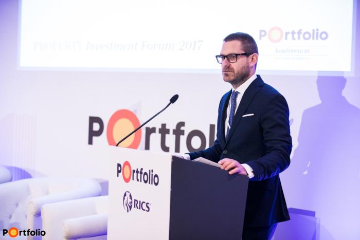A konferencia szakmai szervezője, Csűrös Csanád (üzletfejlesztési igazgató, Portfolio Group) nyitotta meg a rendezvényt.
