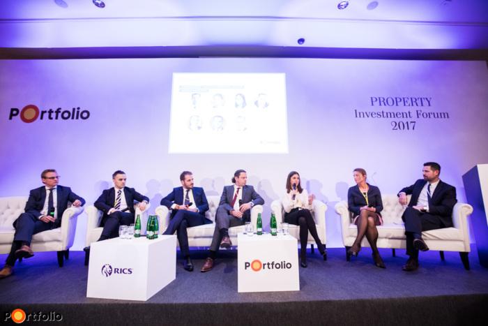 1 millió négyzetméter egy asztalnál - Irodapiaci kerekasztal. Székely Ádám (ügyvezető igazgató, tulajdonos, Infogroup), Ratatics Péter (Fogyasztói és Ipari Szolgáltatások COO, MOL), Pados Gergely (ügyvezető igazgató, Cushman & Wakefield), Nagy Viktor (Country Manager Operations Hungary, Immofinanz Group), Mazsaroff Kata (Director, Head of Occupier Services, Colliers International), Gedai Bori (Sales and Marketing Director, GTC) és a moderátor, Ditróy Gergely (ingatlandivízió-vezető, Portfolio).