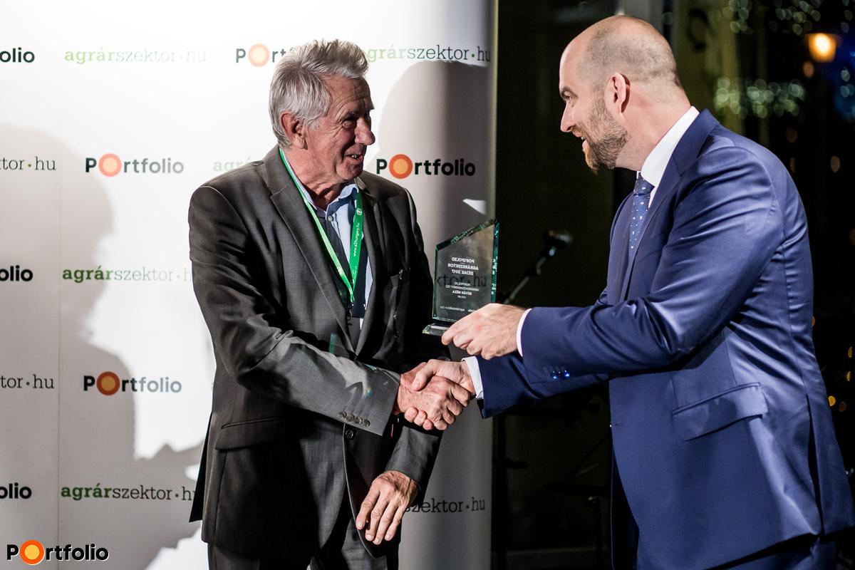 Díjátadó: Búvár Géza, a Portfolio Agrárgazdaságért Díj egyik nyertese