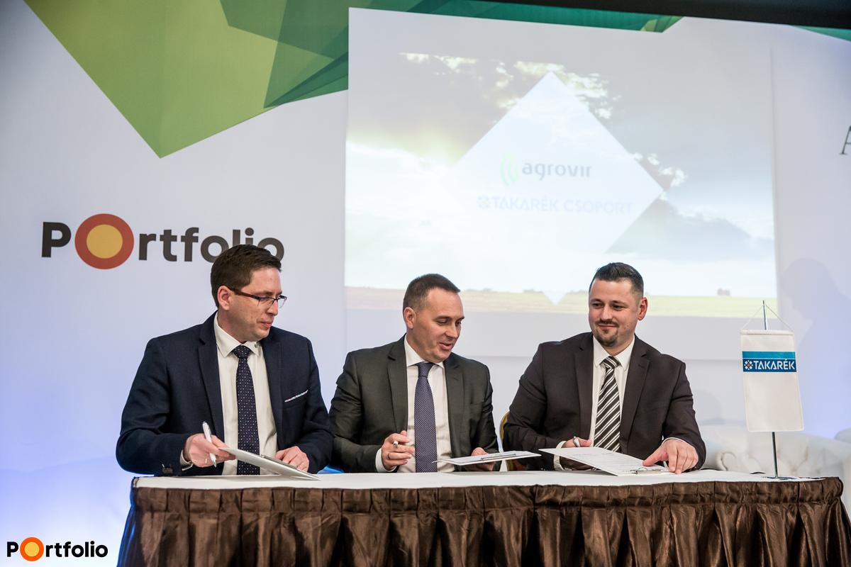 Együttműködési megállapodást írt alá a Takarék Csoport képviseletében Szabó Levente, a Takarékbank vezérigazgató-helyettese és Hollósi Dávid, a Takarék Agrár Igazgatóság vezetője Maróti Miklóssal, az AgroVIR Kft. ügyvezetőjével.
