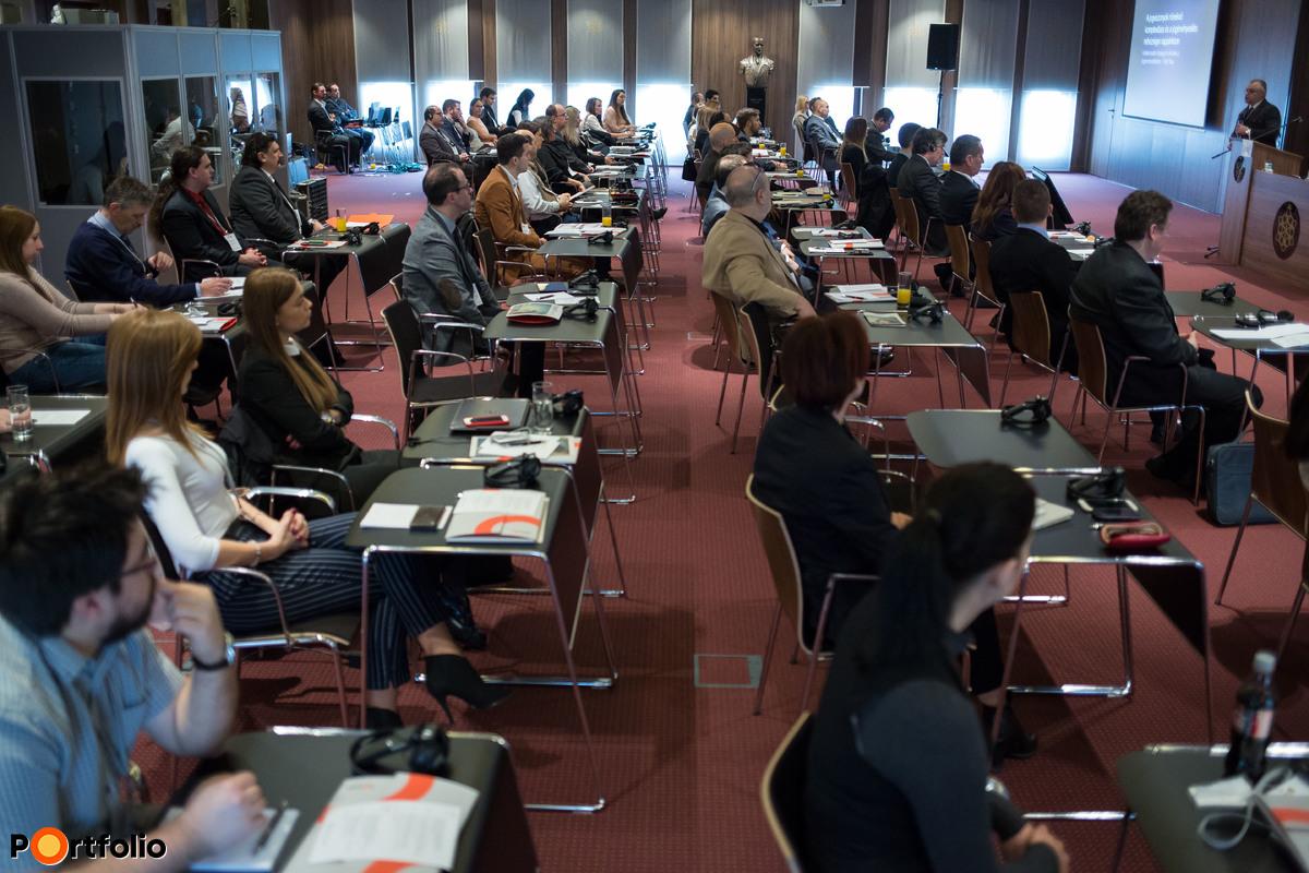 Globális jogviszonyok, elektronikus szerződések - a határon átnyúló jogérvényesítés lehetőségei a XXI. században