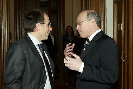 Pénzügyminiszterek egymást közt