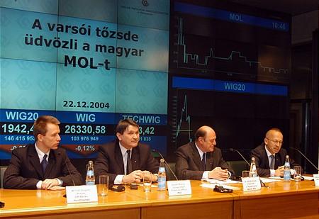 Witold Stêpieñ(elnök, Bank Handlowy), Molnár József (MOL CFO), Kupa Mihály, Wies³aw Roz³ucki (a WSE elnöke)