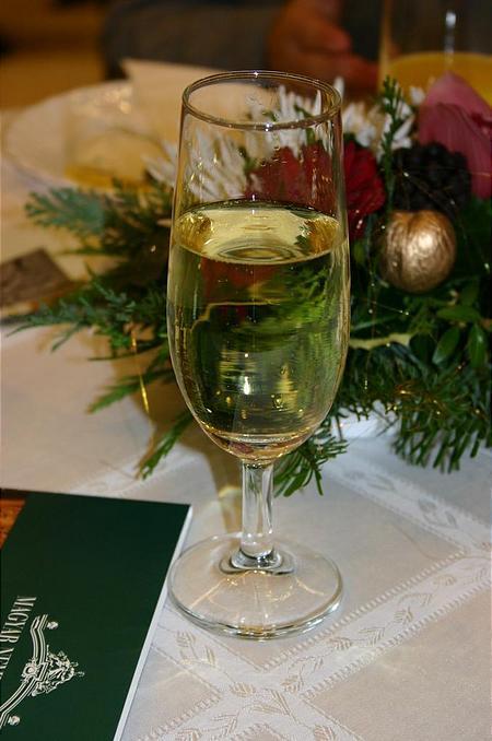 Boldog karácsonyt és sikerekben gazdag új évet kívánunk minden kedves olvasónknak!