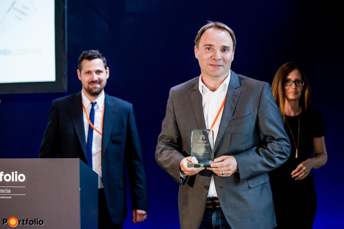 A lakásprojektek mellett a finanszírozói oldalt is díjaztuk. Az év ingatlanfinanszírozója díjat az Erste Bank nyerte.