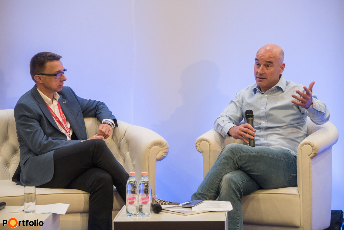 Economic generational change. László Szabó (chairman, HOLD Alapkezelő) and the moderator, Richárd Hlavay (főszerkesztő, Energiainfo.hu)