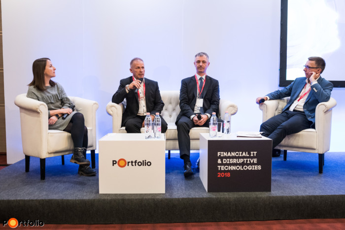 Vesztesek és nyertesek - digitalizációs verseny. A beszélgetés résztvevői: Paál Laura (IT vezető, GE Global Operations Europe & RCIS), Oravecz Tibor (ügyvezető, DELTA-TECH Kft.), Dankó Zoltán (vezető, eloszott rendszerek fejlesztési divízió, OTP Bank) és a moderátor, Hlavay Richárd (főszerkesztő, Energiainfo.hu).