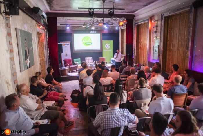 Ditróy Gergely a Portfolio,  ingatlandivízió-vezetője köszöntötte a vendégeket