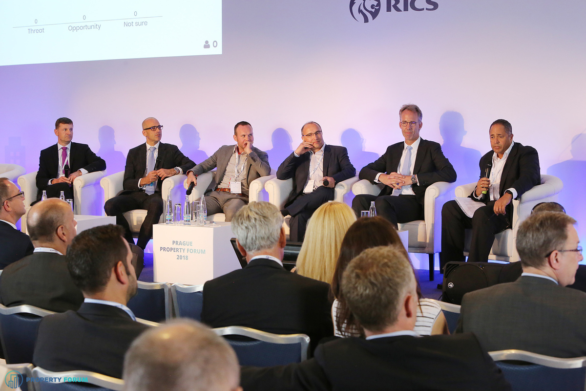 Retail and logistics panel. David Neková? (Expansion Director, Solvent ?R (Drogerie Teta)), Jan Kotrbá?ek (Head of Retail Agency CEE, Cushman & Wakefield), Tomá? Soukup (Head of Retail Agency, JLL), David Labardin (CEO, Linkcity Czech Republic), Dr. Erwin Hanslik MRICS (Partner and CEE Head of Real Estate, Taylor Wessing), and the chair Otis Spencer MRICS (Chief Investment Officer, P3 Logistic Parks)