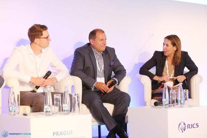 Innovation vs. buildings: the future of the workplace. Lukas Balik (CEO, Spaceflow), Tomáš B. Andrejsek (Managing Director, Elan Interior),  and the chair Lara Paemen (Director, IFMA Europe).