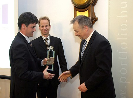 Zsolt Hernádi accepts Award from Zsolt Veres (SAP)